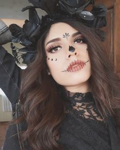 Sydne Style shows easy day of the dead makeup ideas Loading. Sydne Style shows easy day of the dead makeup ideas Halloween Makeup Sugar Skull, Halloween Makeup Looks, Sugar Skull Makeup Easy, Sugar Skull Make Up, Easy Skeleton Makeup, Sugar Skull Costume, Meme Costume, Costume Makeup, Costumes