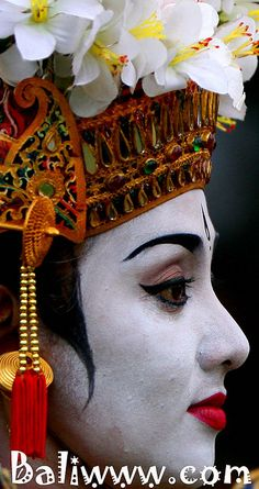 Beauty of Balinese Dancer #Jetsetter #JSSurf   Bali, Indonesia  jetsetter.com(by BALIwww)
