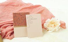 Invitaciones y detalles para una boda exótica