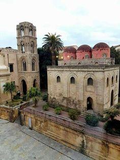 Buongiorno Sicilia panorama della Chiesa di San Cataldo a Palermo con le sue tre inconfondibili cupole rosse. Foto di Giuseppe Fiumefreddo