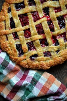 Summer Sangria Pie... this looks amazing from @Bakeaholic Mama