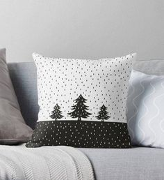 Give Zest to Christmas Interior, фото № 6 Christmas Cushions, Christmas Pillow, Christmas Home, Sewing Pillows, Diy Pillows, Christmas Sewing Projects, Holiday Crafts, Cushion Embroidery, Christmas Interiors