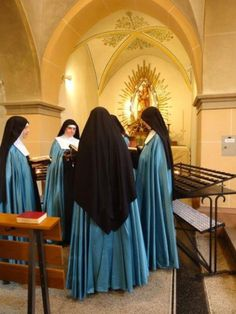The Adorers of the Royal Heart of Jesus are the non-cloistered contemplative sister branch of the Institute of Christ the King, a priestly organization dedicated to the support of churches by the use of the Extraordinary Form (the Traditional Latin Mass).