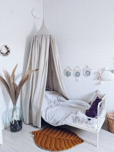 Bed hanging canopy natural linen various colors available Light grey-unpainted Nook, Color Feel, Simple Interior, Interior Design, Oeko Tex 100, White Rooms, Slow Living, Bedroom Vintage, Other Rooms