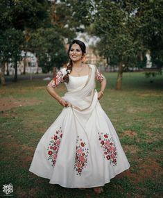 Lehnga Dress, Dress Skirt, Lehenga, Engagement Dress For Bride, Best Blouse Designs, Long Skirt Outfits, Indian Bridal Fashion, Half Saree, Indian Designer Wear