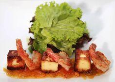 A Pimenta do Jamal está sempre ensinando receitas práticas e deliciosas para você. E esta não será diferente! Se você é fã de camarão como um petisco ou até mesmo como um prato, então vai adorar essa dica. O camarão com geleia de pimenta e queijo coalho é excelente para ser servido com um bom …