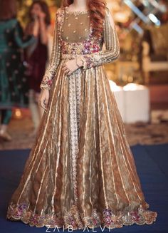 Fancy Dress Design, Bridal Dress Design, Stylish Dress Designs, Designs For Dresses, Frock Design, Pakistani Fashion Party Wear, Pakistani Wedding Outfits, Indian Bridal Fashion, Pakistani Bridal Dresses
