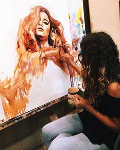 """A russa Dimitra Milan tem 16 anos e começou a pintar há 4. Filha de dois artistas, a garota optou pelo homeschooling (ser ensinada em casa ao invés da escola) para que tivesse mais tempo para treinar as técnicas de pintura. Ela conta um pouco sobre essa imersão e seu processo criativo: """"Meus pais me (...)"""