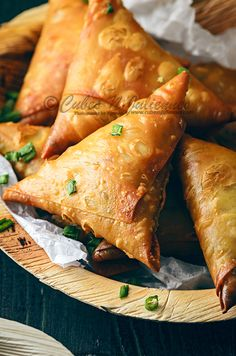 Ever wondered whether a samosa can be of Chinese style? Well, then look out for this gorgeous crisp Chinese Chicken Noodles Samosa, perfect appetiser