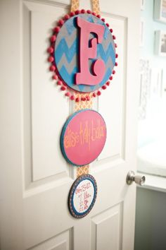 Maybe a quick easy door hanger. Use patterned fabric inside embroidery hoop, add painted letter, attach subsequent hoops underneath with ribbon. Use chalk board painted shapes underneath for weight/height announcements? Baby Decor, Kids Decor, My Baby Girl, Baby Love, Cute Gifts, Baby Gifts, Baby Door Hangers, Hospital Door, Crafts For Kids