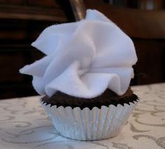 Smashed Peas and Carrots: Felt Cupcake and Frosting Tutorial