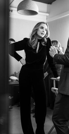 """imagine looking across the room and seeing jodie standing like that, i'm weak"" Pretty People, Beautiful People, Jodie Comer, Arizona Robbins, Famous Women, Woman Crush, Powerful Women, Girl Crushes, Pretty Woman"