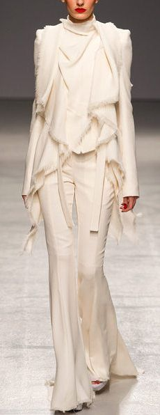 Even though I don't wear white, this outfit is breathtaking!