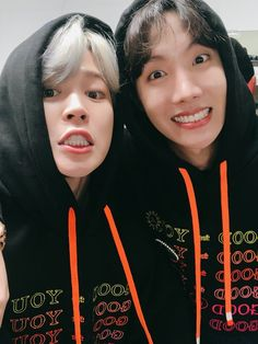 [Memories] BTS's Jimin posted a photo with his fellow member, J-hope (Hoseok), for his birthday. Bts Jimin, Bts Selca, Bts Bangtan Boy, Jimin Hot, Seokjin, Namjoon, Taehyung, J Hope Selca, Bts J Hope