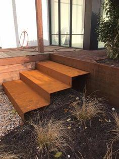 Patio Steps, Landscape Stairs, Landscape Design, Metal Steps, Garden Stairs, Steel Stairs, Garden Screening, Living Vintage, Outdoor Stairs