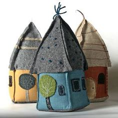 Felt houses - door stopsI like the shape of the rooves Fabric Art, Fabric Crafts, Sewing Crafts, Sewing Projects, Felt House, Felt Decorations, Fabric Houses, Felt Applique, Felt Christmas