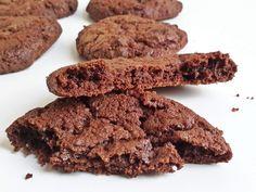 Csokis brownie keksz, a kedélyjavító csodafegyver - Mom With Five Cookie Jars, Yule, Biscotti, Cookie Recipes, Cookies, Chocolate, Baking, Mom, Xmas