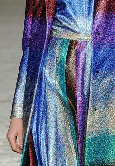 F2014RTW- Marco de Vincenzo - textile with #holographic effect #style #details