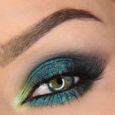 OK my Makeup Geeks, today I have a super easy and fast DIY for you to try at home. [...]