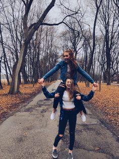 friend photos : @ : Anika Jake schuetz # photography Source by lalifeisbeautiful Photos Bff, Best Friend Photos, Best Friend Goals, Bff Pics, Couple Photos, Best Friends Shoot, Cute Friends, Photoshoot Ideas For Best Friends, Fall Friends