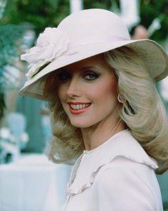 Morgan Fairchild or Sandy? Morgan Fairchild, Joan Crawford, Timeless Beauty, Classic Beauty, Classic Tv, Dallas, Laura Palmer, Mark Harmon, Sexy Blouse