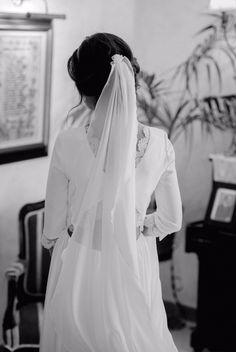 Os dejamos con otra foto de esta preciosa novia Panambi, que nos tiene enamoradas con ese vestido tan original y atrevido! Llámanos al 954127227 y pide información.