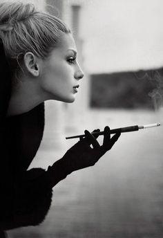 lyubvi - beautiful,b,w,smoking,woman,black,white,bokeh-601f216de87e0a1c192e2220c224c37f_h.jpg