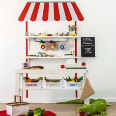 Wandfolie Emma: Kaufmannsladen selber bauen mit IKEA LACK-01