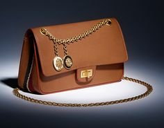 Наконец-то, новая вариация Chanel 2.55 | Мода | Новости | VOGUE