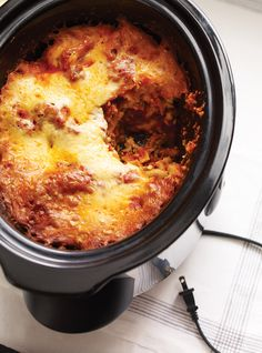 Is that Slow Cooker you got for Christmas still in the original box? Try this yummy, easy Slow Cooker Lasagna! Slow Cooker Recipes, Crockpot Recipes, Cooking Recipes, Slow Cooking, Cooking Pasta, Naan, Ricardo Recipe, Slow Cooker Lasagna, Food Network Canada
