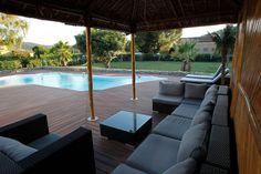 Une terrasse en bois composite très confortable