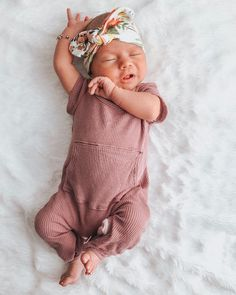 Look at this adorable cozy baby romper! - Baby Fashion , Look at this adorable cozy baby romper! Look at this adorable cozy baby romper! Baby Girl Fashion, Kids Fashion, Fashion Clothes, Little Babies, Cute Babies, Little Baby Girl, Babies Stuff, Bebe Love, Baby Kind