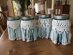 Macrame Ball jars using white cotton cord with silver beads – bombastic Macrame Wall Hanging Diy, Macrame Art, Macrame Projects, Macrame Knots, Micro Macrame, Mason Jar Art, Mason Jar Crafts, Crochet Jar Covers, Jar Design