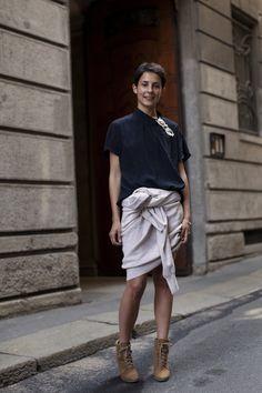 Via Landolfo, Milan « The Sartorialist The Sartorialist, Street Style Chic, Street Style Women, Street Styles, Fashion Models, Fashion Outfits, Fashion Weeks, Fashion Shoes, Women's Fashion