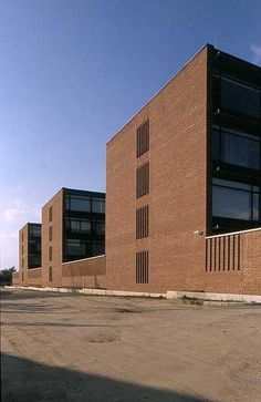 Nagy Tamás: HungaroControl irodaház Michel, Architecture, Budapest, Garage Doors, Multi Story Building, Conduit, Outdoor Decor, Inspiration, Terraces