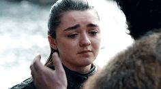 robbstark: Jon and Arya saying goodbye forever . Gendry Game Of Thrones, Game Of Thrones Cast, A Dance With Dragons, Mother Of Dragons, Jon And Arya, Allegiant Movie, Got Memes, Winter Is Here, Maisie Williams