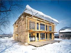 SEA Architekt - House with a fur coat, Mladá Boleslav Via, photos © Ester Havlová. Wood Architecture, Residential Architecture, Green Building, Building A House, Renewable Sources Of Energy, Straw Bales, Exterior, Cabin, Photo And Video