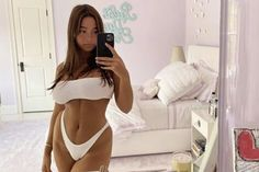 The teen posted the sexy selfie on her Instagram Stories. Lola Consuelos, Mark Consuelos, Kelly Ripa Daughter, Little Girl Swimsuits, Teen Trends, Hottest Female Celebrities, Celebs, New York Studio, Green Gown