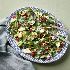 Chive and tarragon add wonderful flavour to a salad made of kale, celery, apples and grapes. Healthy Sweet Snacks, Healthy Eating, Red Wine Vinegar Recipes, Waldorf Salat, Winter Salad Recipes, Lentil Dishes, Broccoli Recipes, How To Make Salad, Pork Belly