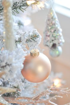 🌟Tante S!fr@ loves this 📌🌟Blush pink and white flocked vintage inspired Christmas tree by Kara's Party Ideas Pink Christmas Ornaments, Noel Christmas, Christmas Colors, Christmas Lights, Christmas Decorations, Xmas, Holiday Decor, Shabby Chic Christmas, Vintage Christmas