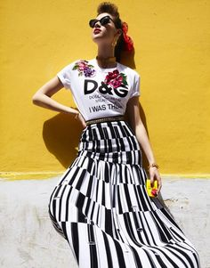 Leading model Anais Pouliot travels to Havana, Cuba, for a colorful spread featured in Vogue Taiwan's June 2017 issue. Photographed by Enrique Vega, the French-Canadian beauty poses in top looks from the spring-summer collections. Surrounded by the energetic locals, Anais wears a mix of sundresses, embroidered separates and glittering jewelry. Stylist Stacey Cunningham dresses the …
