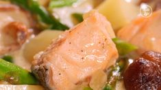 This salmon and potato cream stew is both simple and satisfying. Made with salmon, potatoes, asparagus and mushroom, ... Salmon Recipes, Seafood Recipes, Soup Recipes, Cooking Recipes, Asparagus And Mushrooms, Stuffed Mushrooms, Steak And Green Beans, Short Rib Stew, Salmon Potato