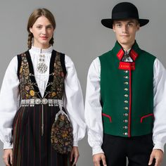 Kom innom oss i Norsk Flid Bergen Folk Costume, Costume Dress, Costumes, Traditional German Clothing, Traditional Dresses, Norwegian Clothing, Norwegian Vikings, German Outfit, Folk Clothing