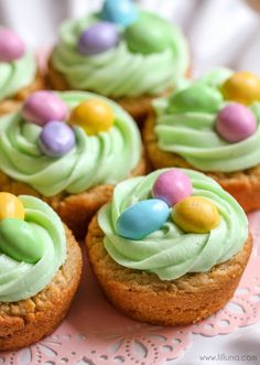 Easter Basket Cookie Cups - SO cute and yummy! Peanut Butter cookies with buttercream frosting and M&Ms { lilluna.com }
