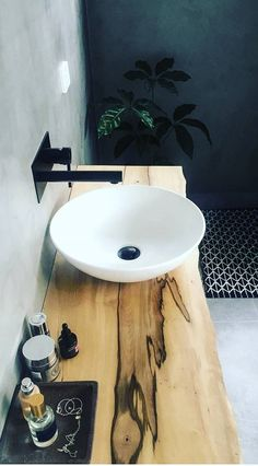 Live edge #bathroom vanity sink. Awesome idea! #BathroomIdeas #HomeDecorIdeas @istandarddesign