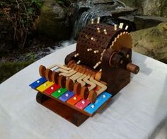 Autoglockenspiel tuturial by Zippityboomba- I am fascinated by automata that produce sound. This is interesting. Crafts To Sell, Crafts For Kids, Diy Crafts, Woodworking Toys, Woodworking Projects, Wood Projects, Projects To Try, Homemade Instruments, Musical Toys