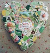 DELLA ROBBIA heart mosaic - pique assiette --beach glass too? Mosaic Diy, Mosaic Garden, Mosaic Crafts, Mosaic Projects, Mosaic Glass, Glass Art, Craft Projects, Mosaic Ideas, Stained Glass