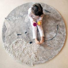 Sweet fox fur rug to decorate your little kid's bedroom #kidsroom #rugs #kidsroomideas Find more inspirations at www.circu.net