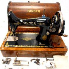 PRECIOSA-y-antigua-maquina-de-coser-SINGER-99k-ano-1926-FUNCIONA-tapa-utiles