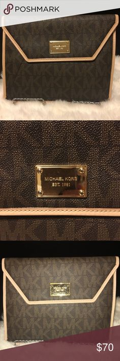 Michael Kors MICHAEL KORS  I have use it as clutch and an iPad case ...  in great condition Michael Kors Bags Clutches & Wristlets